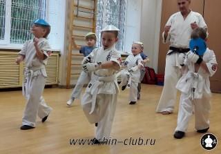 zanyatiya-karate-deti-4-5-let-12
